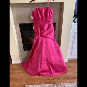 Monique Lhuillier Dresses - Gorgeous formal dress